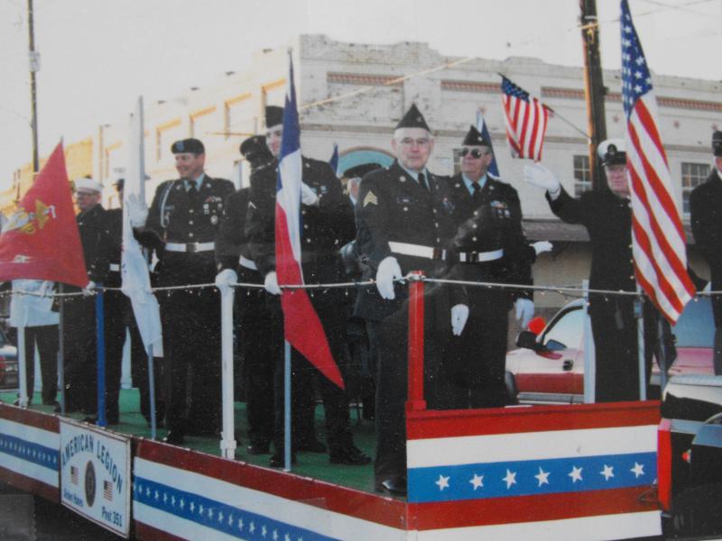 Post 351 Float Hosts Veterans In Parade