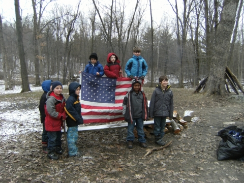 American Legion Cub Scout Pack 1604, Retire flags.